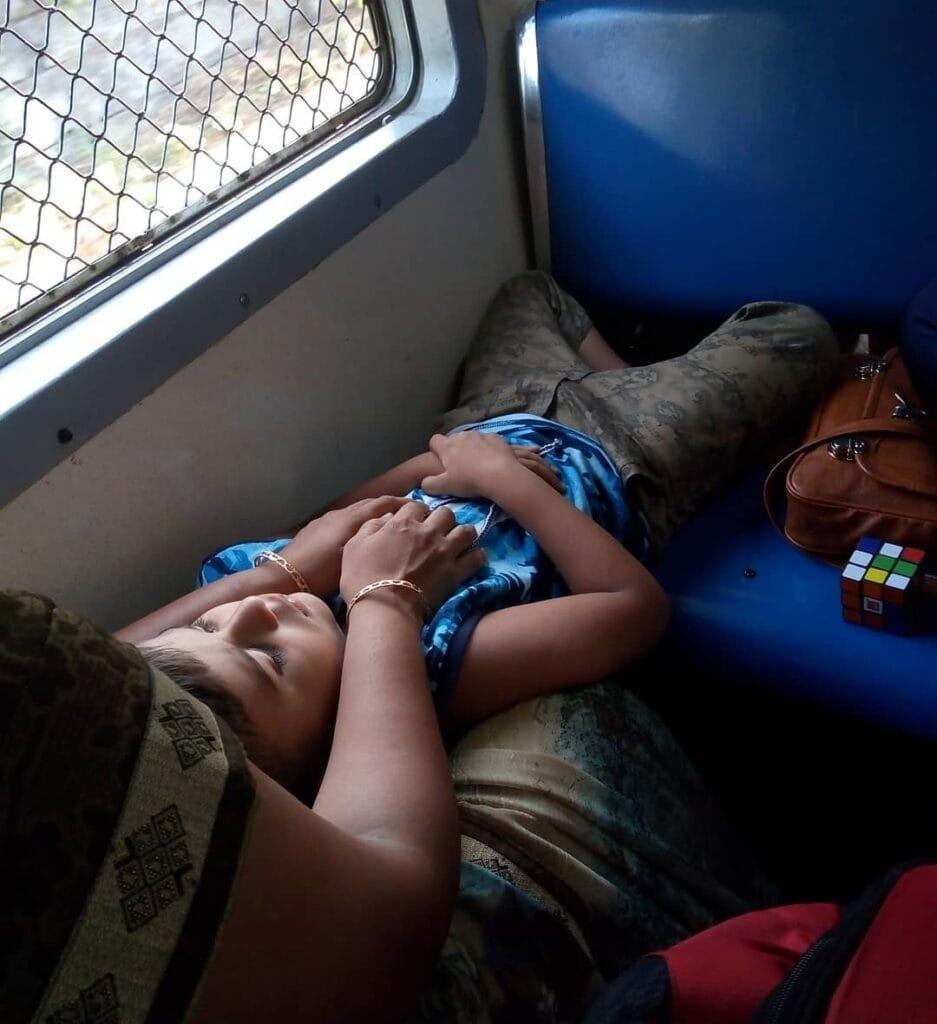 small kids not allowed in mumbai local train