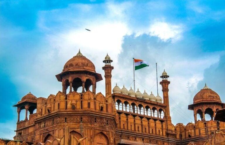 महाराष्ट्रापासून दिल्लीपर्यंत कडक निर्बंध